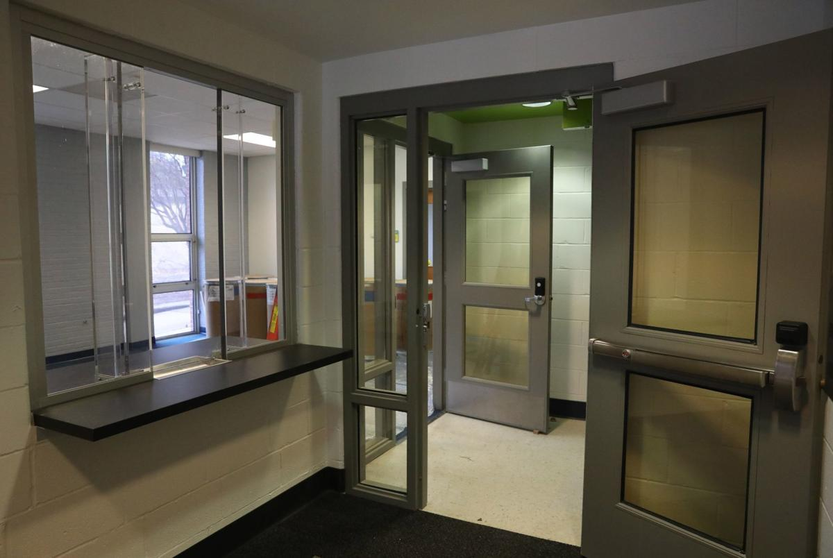 New security measures, St. Louis, MO school