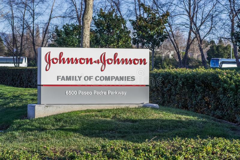 logotipo-de-johnson-na-frente-um-seus-prédios-escritórios-123183920